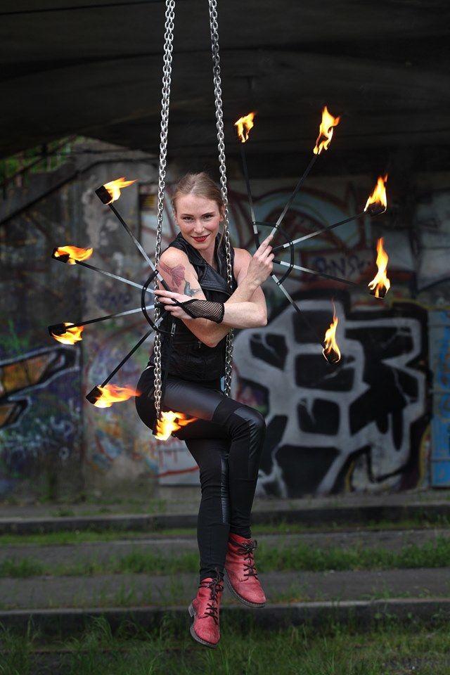 Aerial chains - taneční vystoupení - Rinas Company